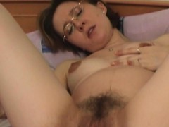 Mature babe fills up her ass and pussy