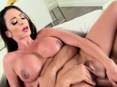 Ariella Ferrera In Walkin On Cumshine