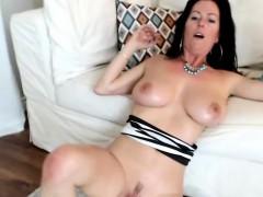 luxury-big-boobs-camslut-wants-to-taste-your-cum