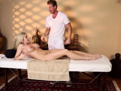 busty-massage-amateur-sixtynining-masseur