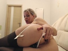 big-ass-stockings-clad-hoe-fingers-pussy-in-hot-solo