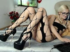 tattooed-blonde-foot-fetish-webcam-video