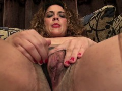 american-milf-vanessa-jones-plays-with-her-hairy-pussy