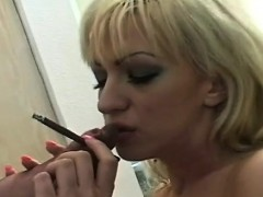 giant-bust-on-this-hottie-who-loves-to-smoke-and-get-juicy