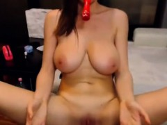 cam-beauty-with-big-boobs-masturbates