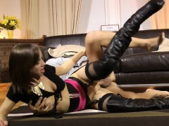 brit girl pussyrubs with money before riding