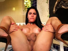 Tranny Nicolly Lopes Jerks Off