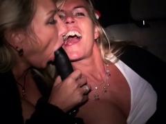 zwei-notgeile-milfs-ficken-im-taxi-und-werden-gefilmt