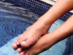 Ingrid Slides Off Heels, Shows Off Toes