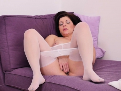 euro and nyloned milf nicol rubs her craving twat