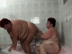 Old Fat Babe And Her Girl In Bathtub