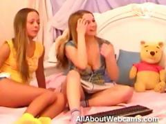 teen-twins-on-webcam
