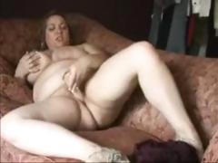 bbw-masturbates-on-couch
