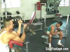 watch-2-guys-having-sex-in-the-gym