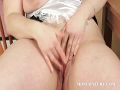 bbw-mature-teases-her-sexy-assets