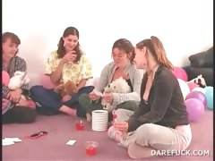 teenage-girls-play-truth-or-dare-sexgames