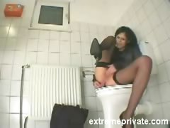 my-sister-amanda-cumming-on-the-toilet-seat