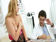 lexi-belle-visits-her-doctor-to-get-a-professional-opinion