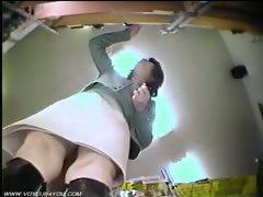 underneath-of-skirts-panties-captured