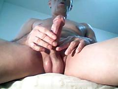 intense-masturbation-on-webcam-with-great-cumshot