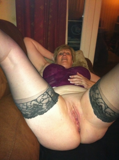 sexymilf showing pussy