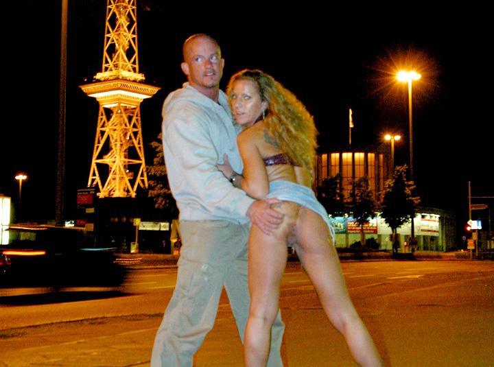 femme nue en public escort frejus
