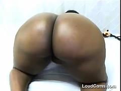 big-ebony-chick-teases-her-huge-booty