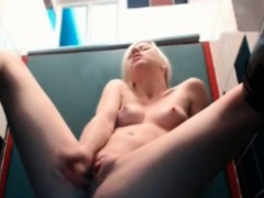 cutie-gets-solo-orgasm-in-the-bathrom