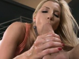 Playing with a sexy anal tunnel