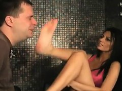 kinky-milf-gets-her-hot-feet-worshipped