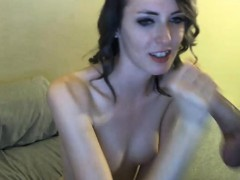 amateur-girlfriend-gets-sprayed-with-jizz-on-face