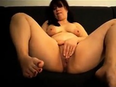 horny-mature-woman-rubbing-her-pussy