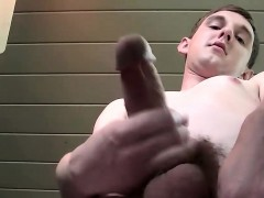 unshaved-white-dude-likes-to-masturbate-while-on-the-porch