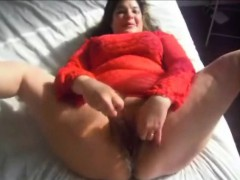 Chubby milf masturbate and squirts