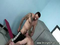 hot-muscular-dick-sucking-by-straight-guy