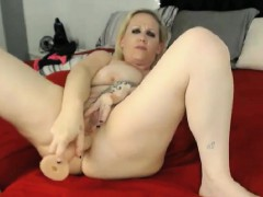 blonde-mom-with-big-tits-masturbating