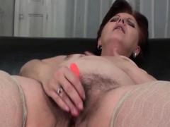 mature-bbw-masturbating-pussy-with-beads