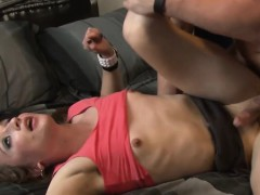 neighbour-sucking-brutal-dick-of-tranny
