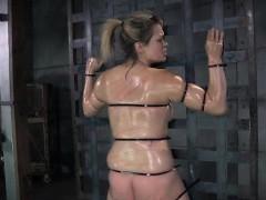 restrained slut brutally whipped! xxx.harem.pt