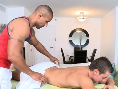 Hot Hunk Is Delighting Homosexual With Wild Orall service