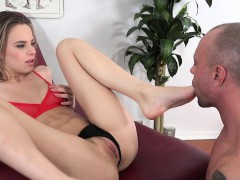 jillian-janson-loves-her-clit-and-soles-licked