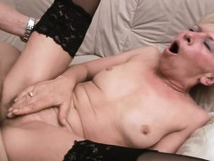 Juicy Mom Groans With Joy Getting Fingered And Pounded