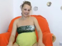 pregnant-webcam-girl-shows-off-belly