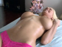 Rubbing Oil On Swarthy Babe's Body Pleases Horny Dude