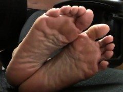Mature Oriental Lady Shows Off Her Lovely Little Feet For T
