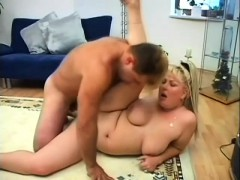 chubby-blonde-cocksucker-gets-her-plump-pussy-fucked-on-the-floor