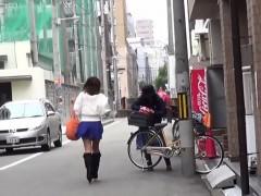 oriental-slut-pee-carpark