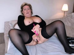 busty-mature-masturbates-and-squirts-in-sybiljoh46-webchat