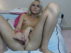 sexy-white-haired-babe-showing-off-cam