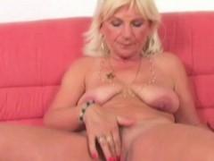 blonde-granny-linda-loves-solo-play